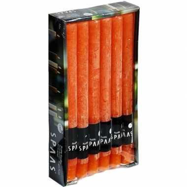 12x lange rustieke kaarsen oranje 25 cm 10 branduren huishoudkaarsen/