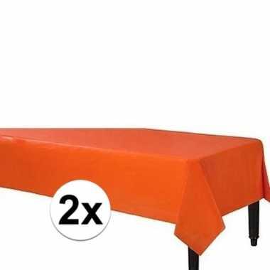 2x oranje wegwerp tafelkleden 140 x 240 cm
