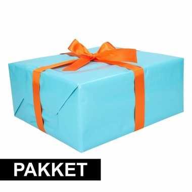 Aqua cadeauverpakking pakket met oranje cadeaulint