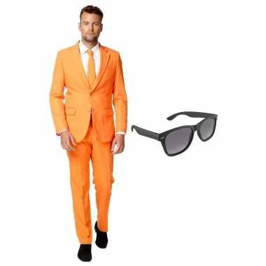 Carnavalskostuum oranje heren pak 54 (xxl) met gratis zonnebril