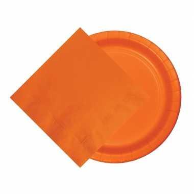 Feest decoratie pakket 8 oranje bordjes en 20 servetten