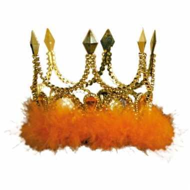 Gouden kronen met oranje veren
