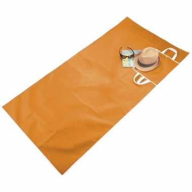 Handige oranje draagbare strandmat