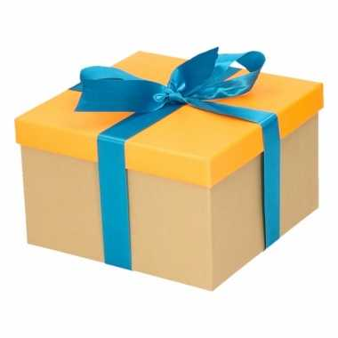 Kado doosjes neon oranje met blauwe strik 16 cm vierkant