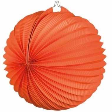Oranje lampionnen bolvormig