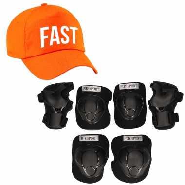 Set van valbescherming voor kinderen maat m / 6 tot 8 jaar met een stoere fast pet oranje
