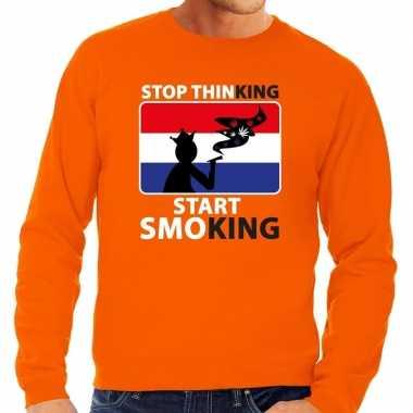 Stop thinking start smoking sweater oranje heren