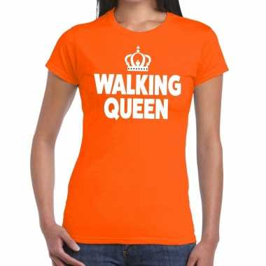 Walking queen oranje fun-t shirt voor dames
