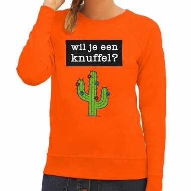 Wil je een knuffel fun sweater oranje voor dames