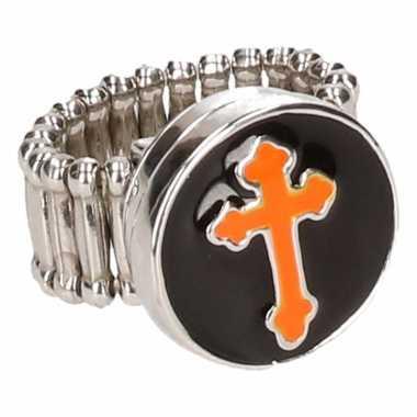Zilveren metalen ring met oranje kruis chunk