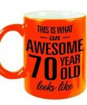 Fluor oranje awesome 70 year cadeau mok verjaardag beker 330 ml