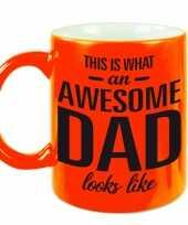Fluor oranje awesome dad cadeau mok beker voor vaderdag 330 ml