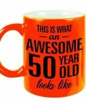 Neon oranje awesome 50 year cadeau mok verjaardag beker 330 ml