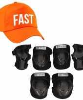 Set van valbescherming voor kinderen maat l 9 tot 10 jaar met een stoere fast pet oranje